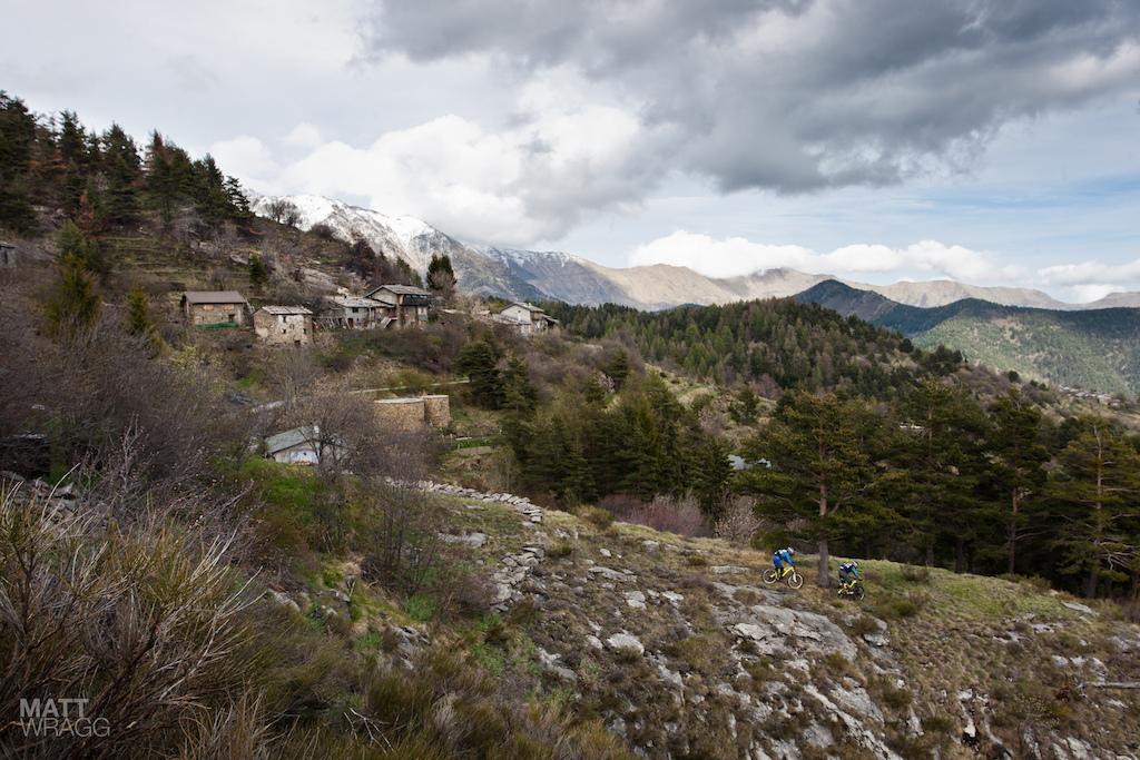 Descending down the ridge from Il Pin.