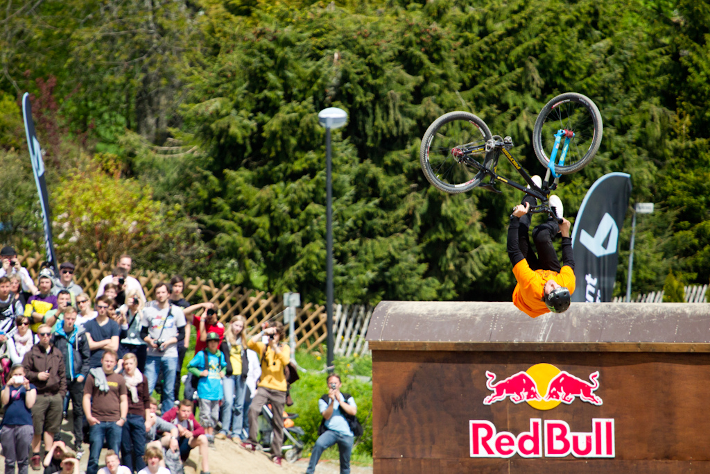 Sam Reynolds got second with a double backflip in his run as well. this guy is doing great this year. here just with a huge flip whip.