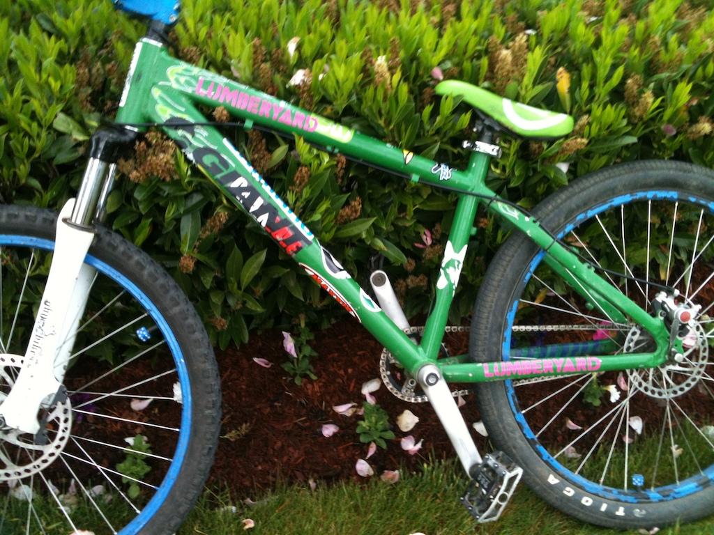 My Ghetto Sketchy bike... Technically a 2006 Kona Shred.
