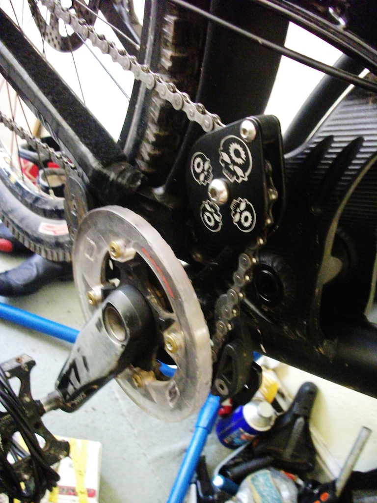 De decaled my cranks, totally forgot how worn they were, oh well. Super cool idler pulley system