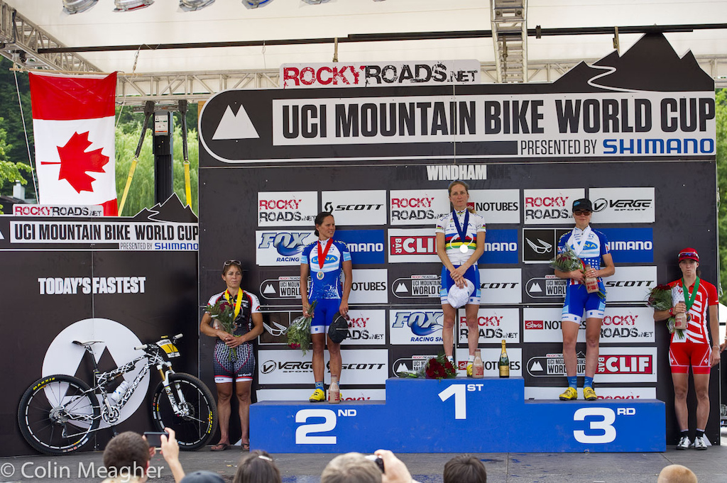 Women s Podium L-R Marie-Helene Premont 4 Katerina Nash 2 Cahtarine Pendrel 1 Georgia Gould 3 and Lea Davison 5 . A full North American podium although admittedly some big names skipped this race and a historical team sweep with Luna going 1-2-3.