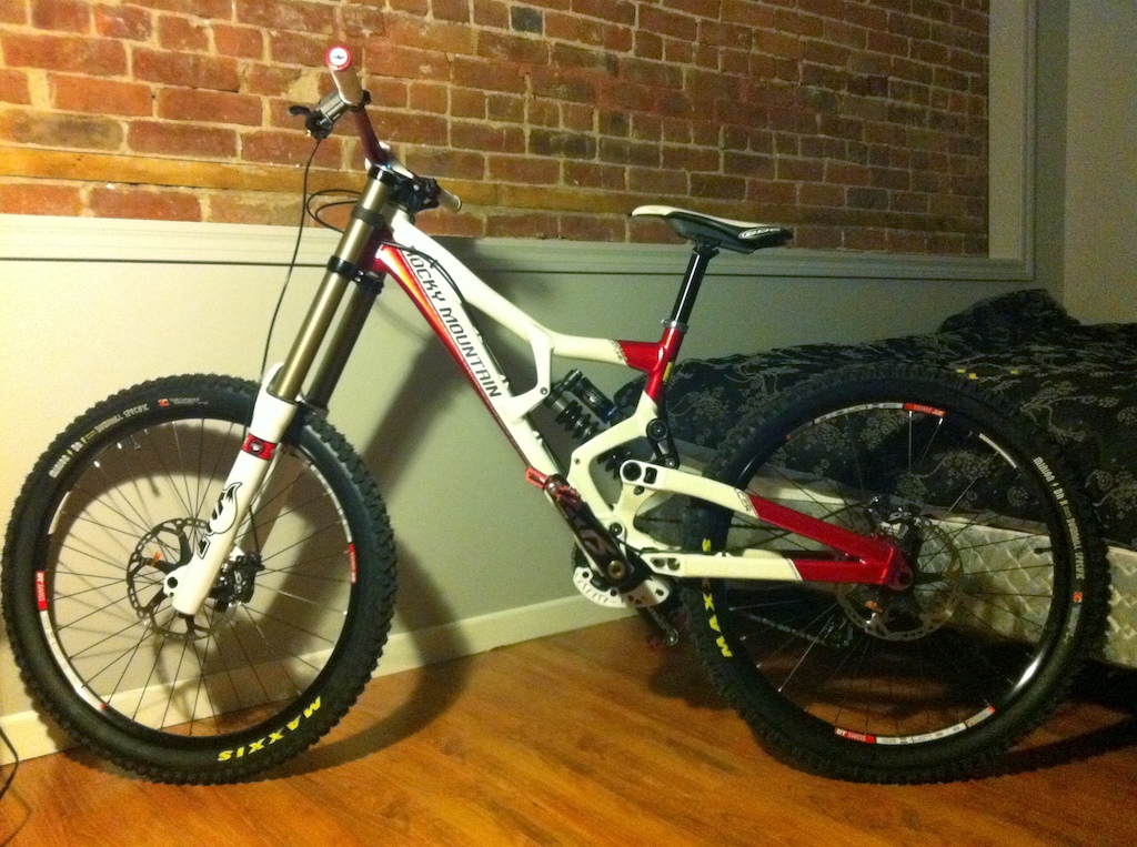 there it is, my new beast. 2011 Flatline World Cup
