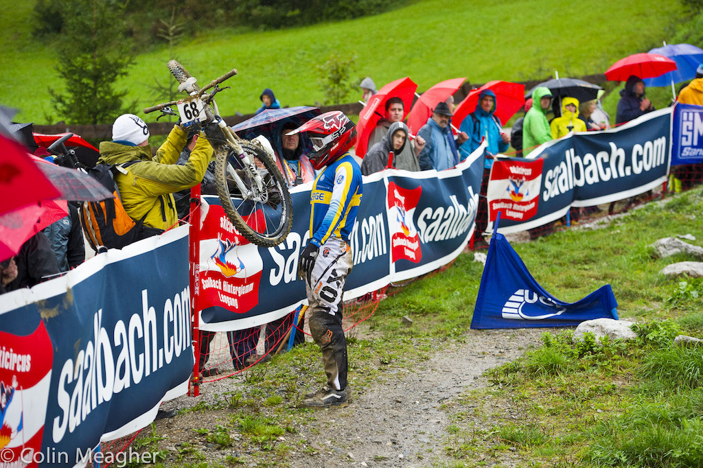 I imagine that 21 year old Felix Beckemen is somewhere here in Leogang getting quietly drunk tonight and trying to forget qualifying. Or rather not qualifying. Not that he s a drinker per say but the guy crashed out in qualifying. At Worlds. That s enough to make almost anyone want to go curl up with a bottle for a while.