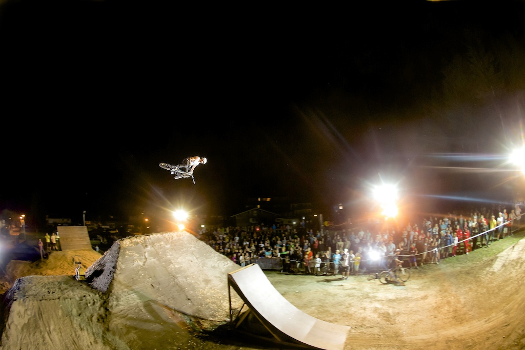 """360OneHandTable during the """"Trailmaster Challenge"""" Circus Dirt session. Picture by Markus Greber"""