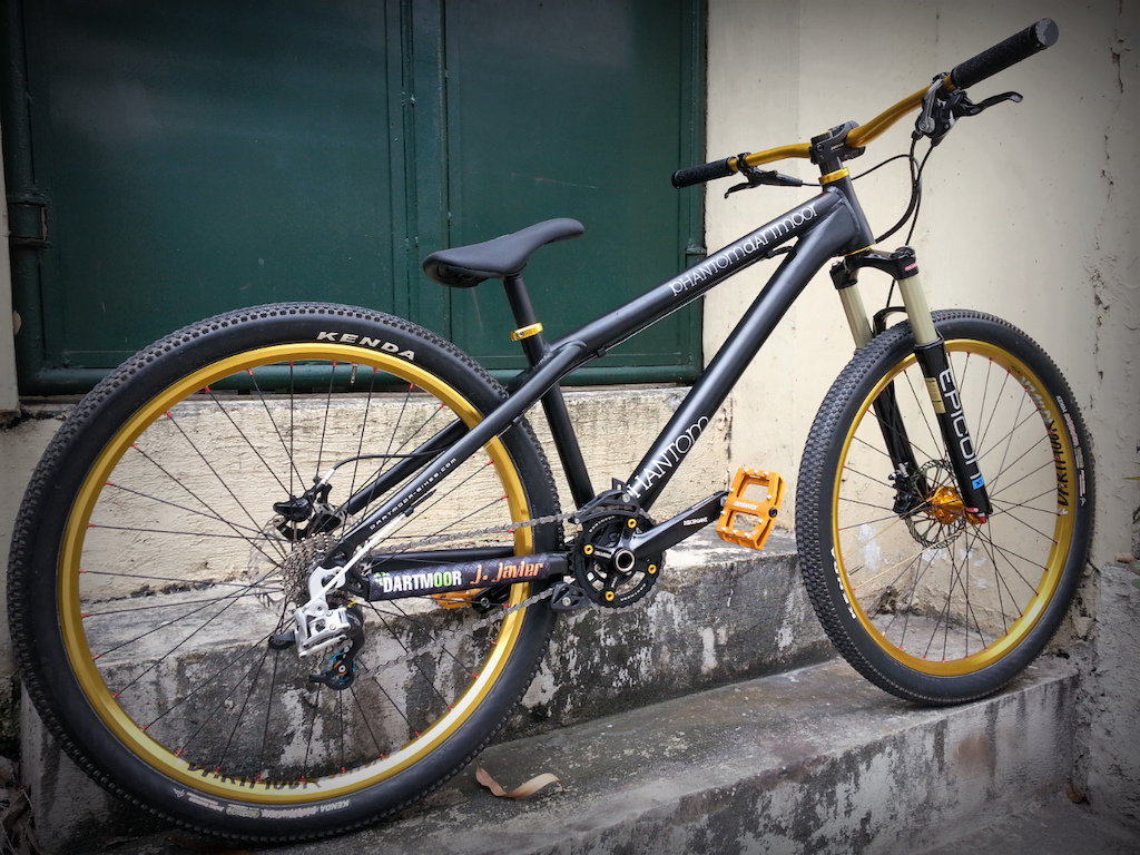 Jason Javier is our distributor from Philippines running Gravity Workz shop packed up with our stuff and more! Here comes his bikecheck and some action shots from friends! Share the shredding love all over the World!