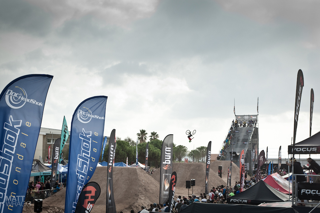 Roc D Azur 2012 dirt jumping.