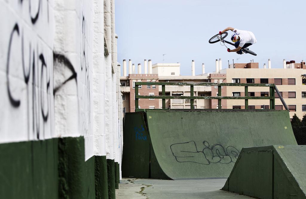 Martin S derstr m doing eurostuff in a skatepark in Malaga.
