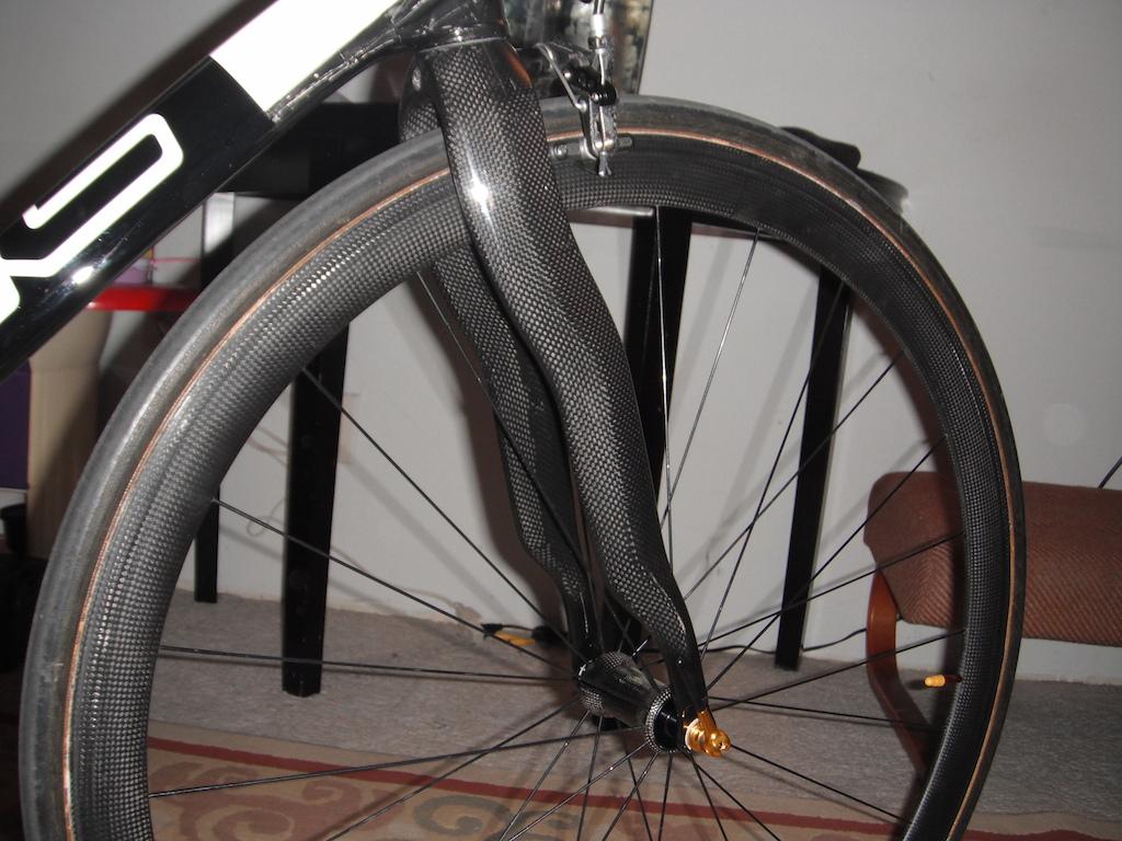 Generic PINARELLO DOGMA carbon fork, 38mm depth tubular carbon wheel, and Meche front carbon fiber hub.