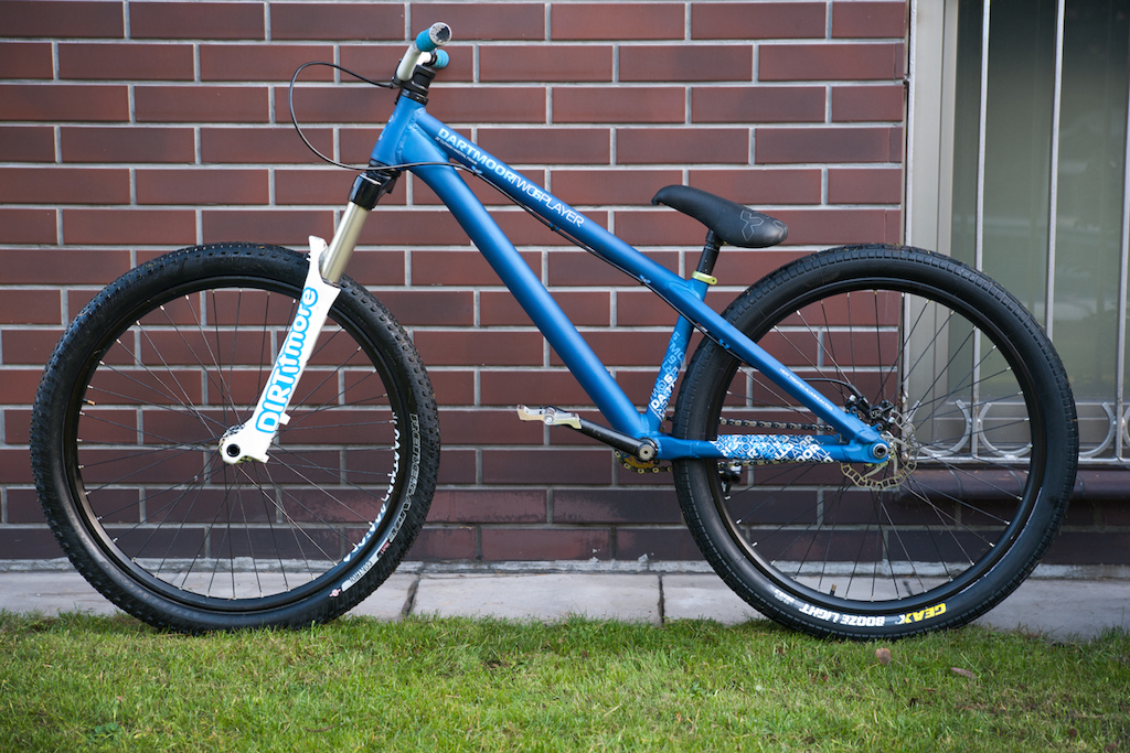 """Jan """"Elvis"""" Kilinski is our parts designer and recently showed off his new baby for 2013 season! Baby is the right word due to fact he designed Players frames from A-Z and for 2013 take a look at super smooth and clean rear triangle including new custom designed BB and yoke (part connecting bottom bracket with chain stays)!"""