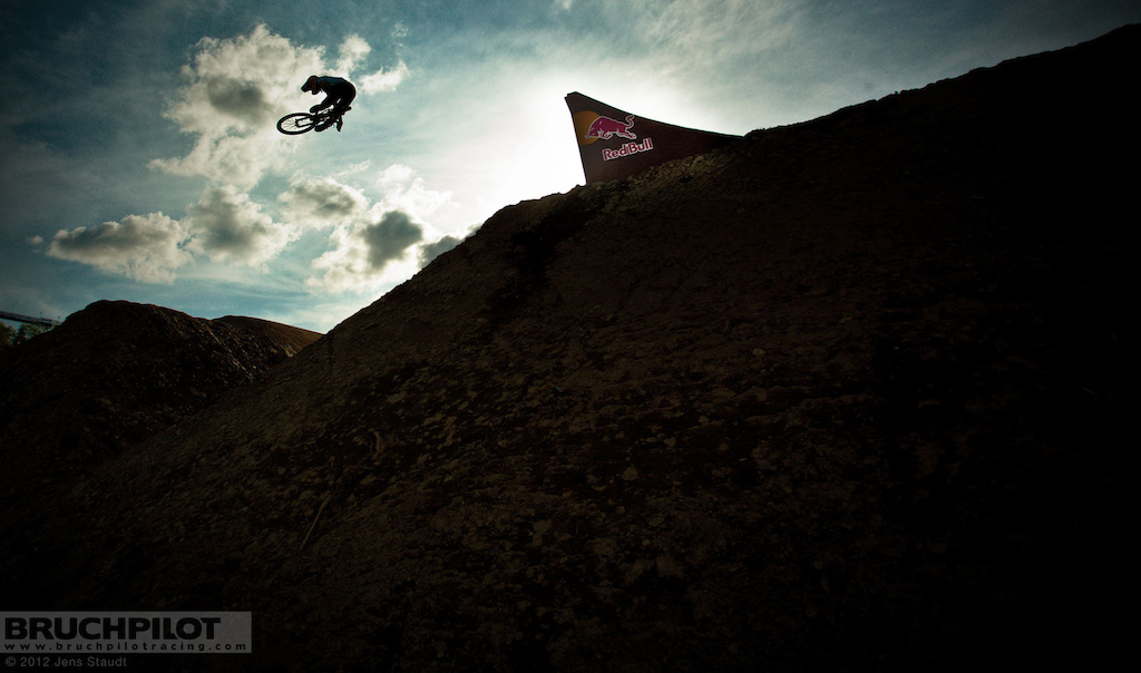 This years Red Bull Bergline took place in the Bikepark Winterberg and offered some seriosly big jumps!  www.facebook.com/BruchpilotRacing