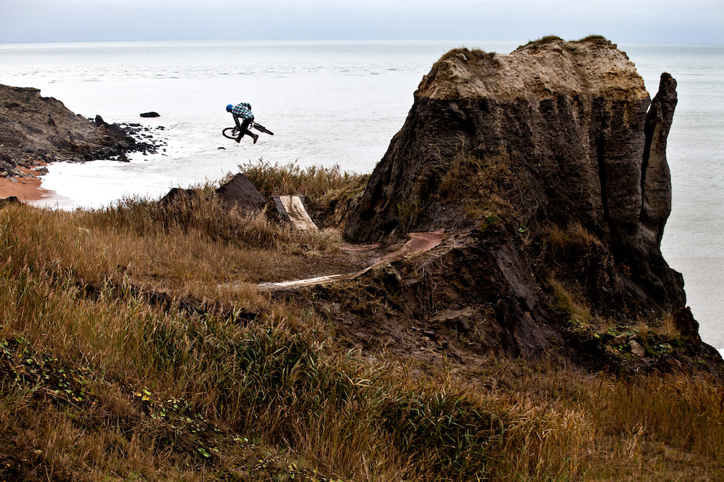 downside tailwhip // snap in dirt mag #130 // www.delayedpleasure.com