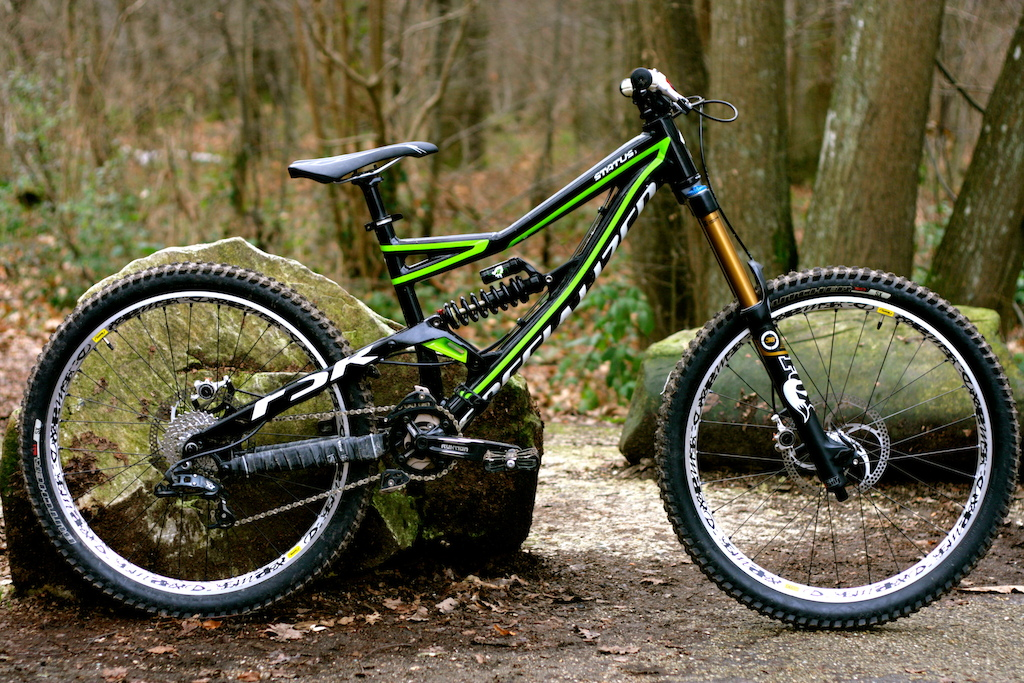 My Specialized Status 1 2012 with : - Fox 36 180 Van FIT RC2 - Mavic deemaax - Formula the one - Answer pro taper 780 dh Enjoy !