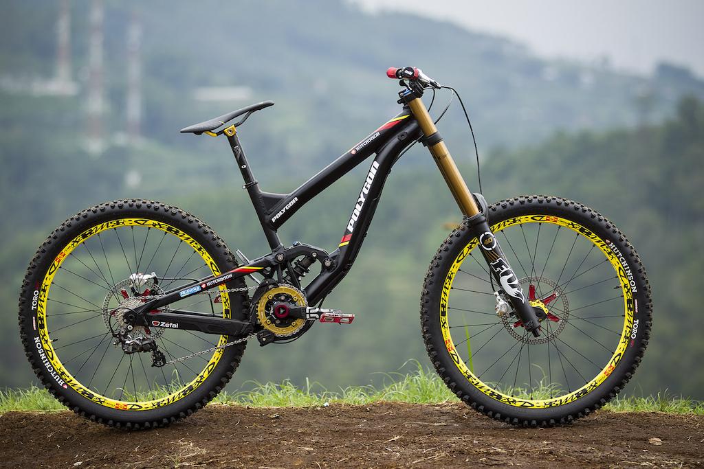 Hutchinson UR press images - Polygon DH Bike