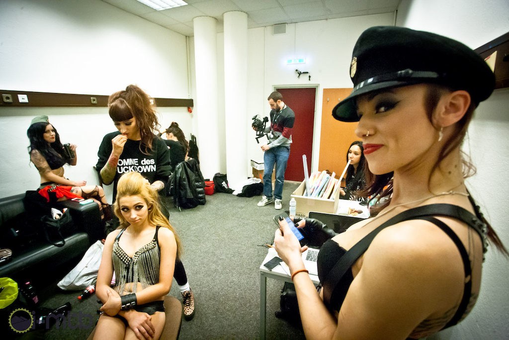 No Masters of Dirt event would be complete without The Fuel Girls, who allowed us into their dressing room as they are getting ready. Being confronted by 10 female fire  wealding experts can make even the strongest and most confident of people feel slightly scared.