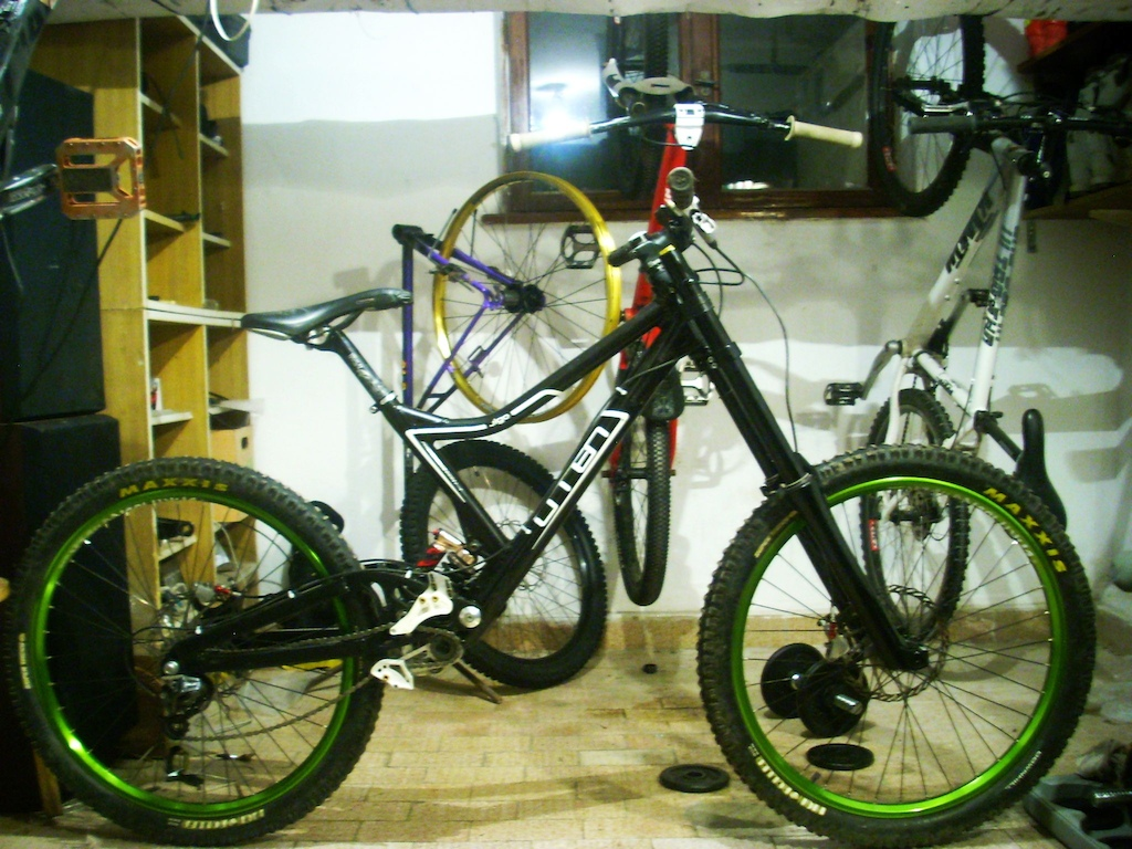 omen vigo for 2k13 is very close to done :D.... I just have to buy crankset and fork, because that isn't mine :P