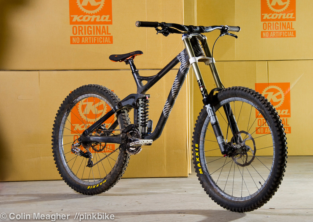 Kona Operator Carbon. Photo by Colin Meagher.