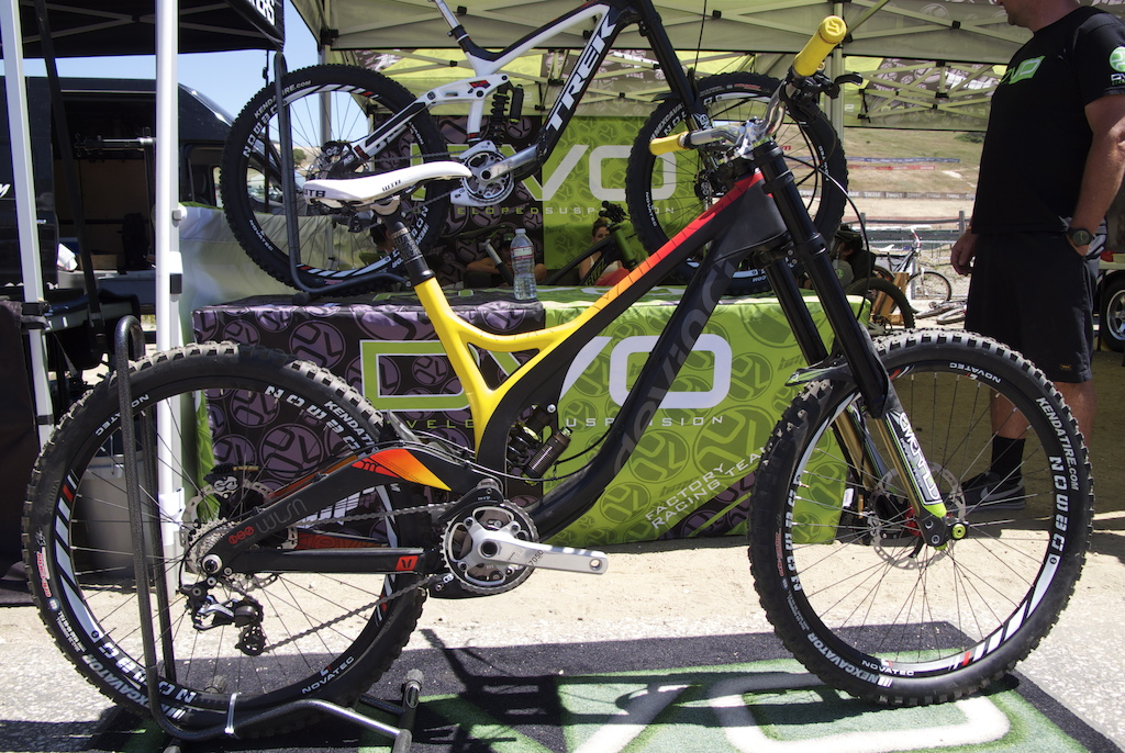 Devinci Carbon Wilson equipped with DVO DH fork.