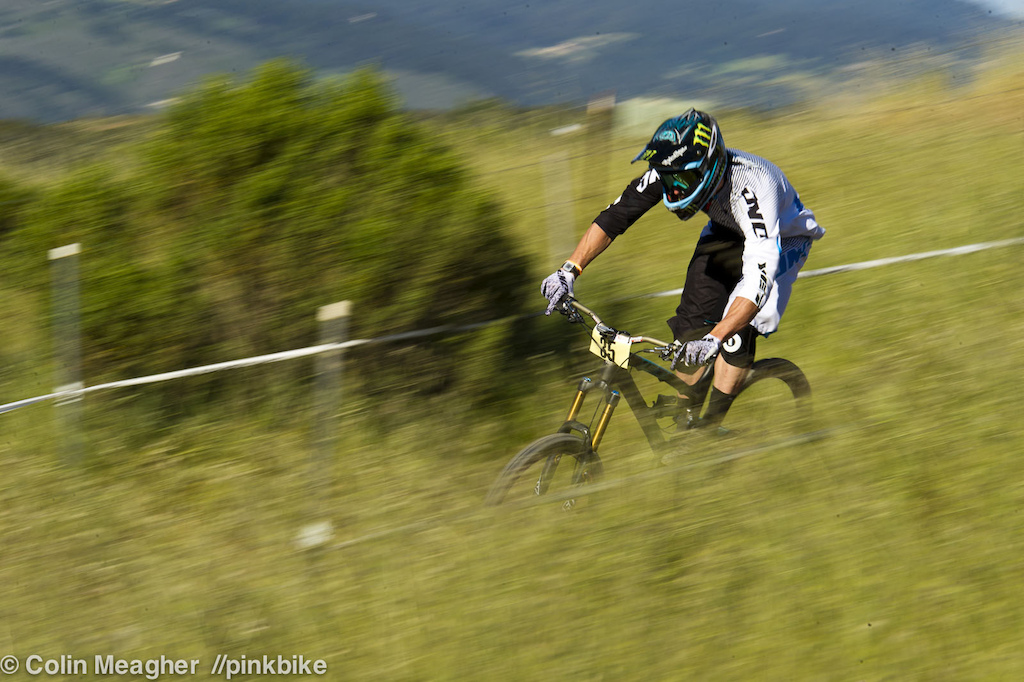 The Sea Otter course is perfect for a guy like Jared Graves it s just DH enough to cater to having skills but it s so short that it s almost a double length 4X track. Graves may not have that 4X physique anymore but what he lacks in bulk has translated directly to excelling at tracks like this.