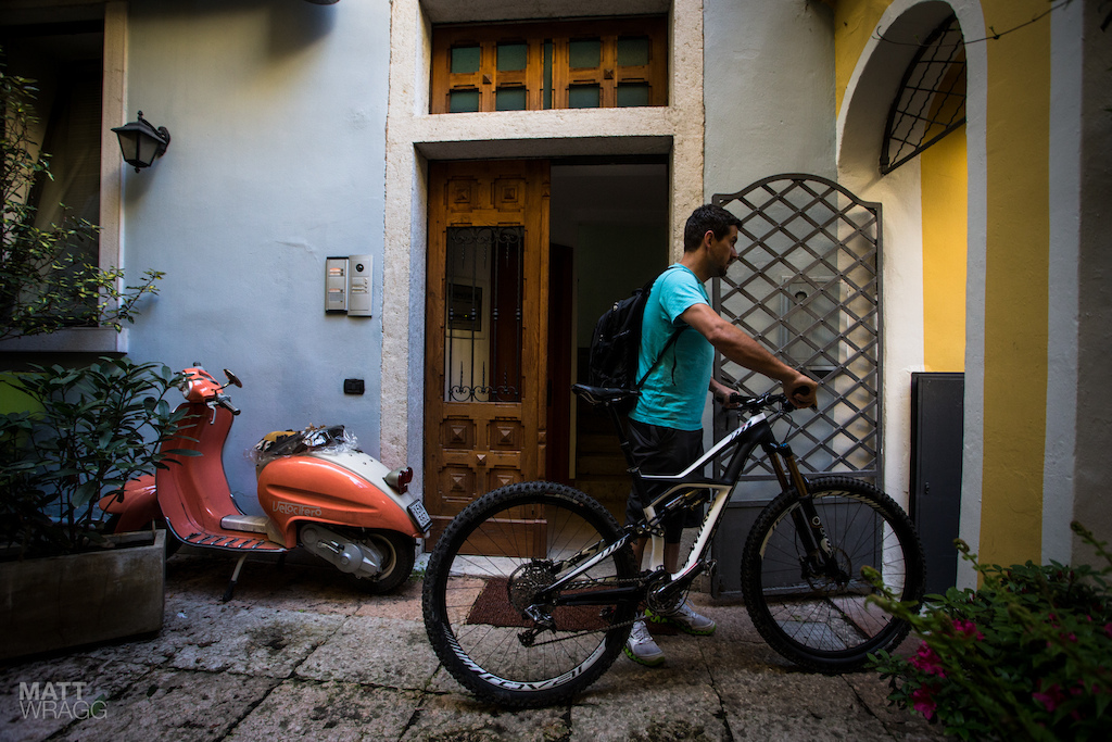 Specialized have a fleet of the new Enduro 29s on test here. They weren t taking any chances on their security so took them up to their rooms with them at night.
