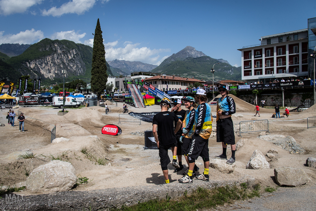 While checking out the course for the prolouge the Canyon Team posed for the obligatory team portrait. We re not sure but we reckon Joe Barnes was just waiting for a chance to get his six-pack out for the camera...