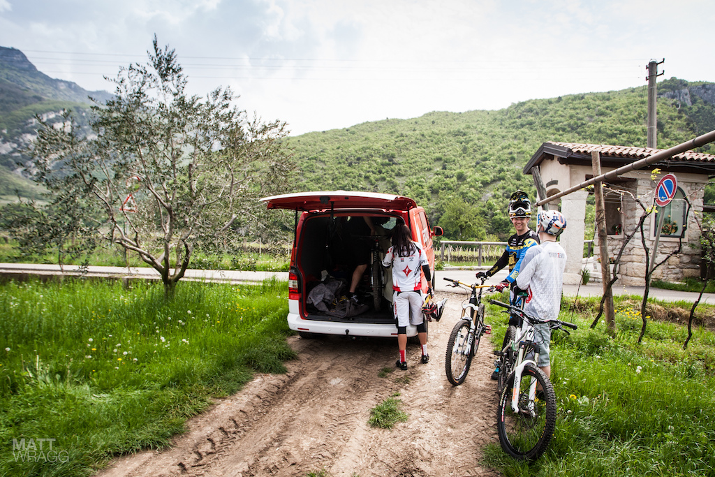 With a 1 600m race course shuttles were the best option for practice. Fortunately the trails being used for the race are all easily accessible by road so a normal van was all that was needed.