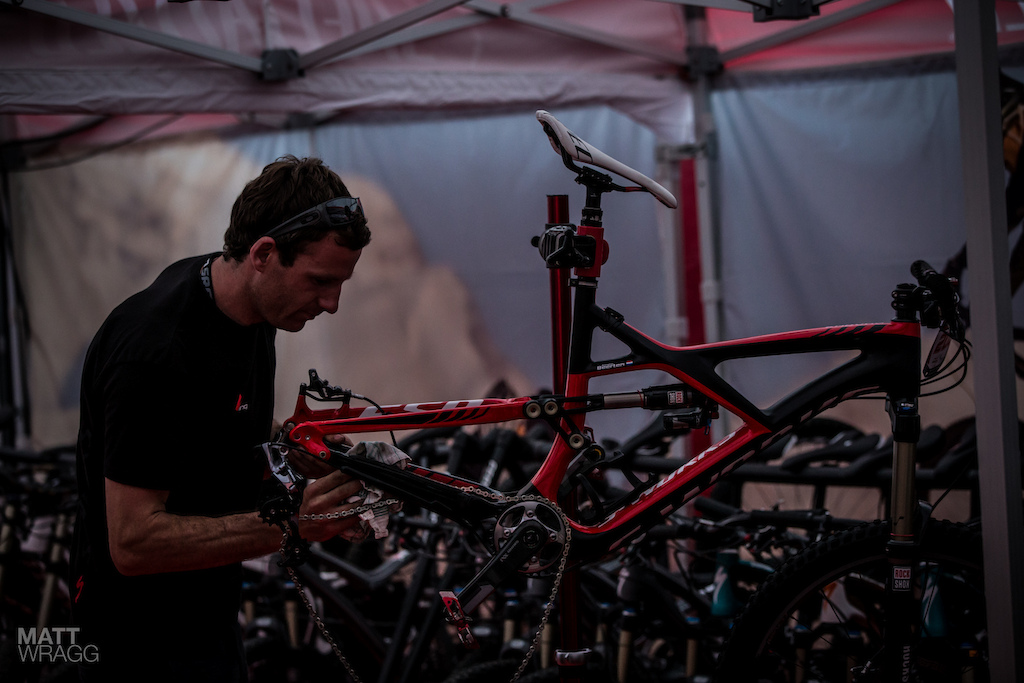 After Anneke s win in the prologue Paddy puts in the final prep for tomorrow.