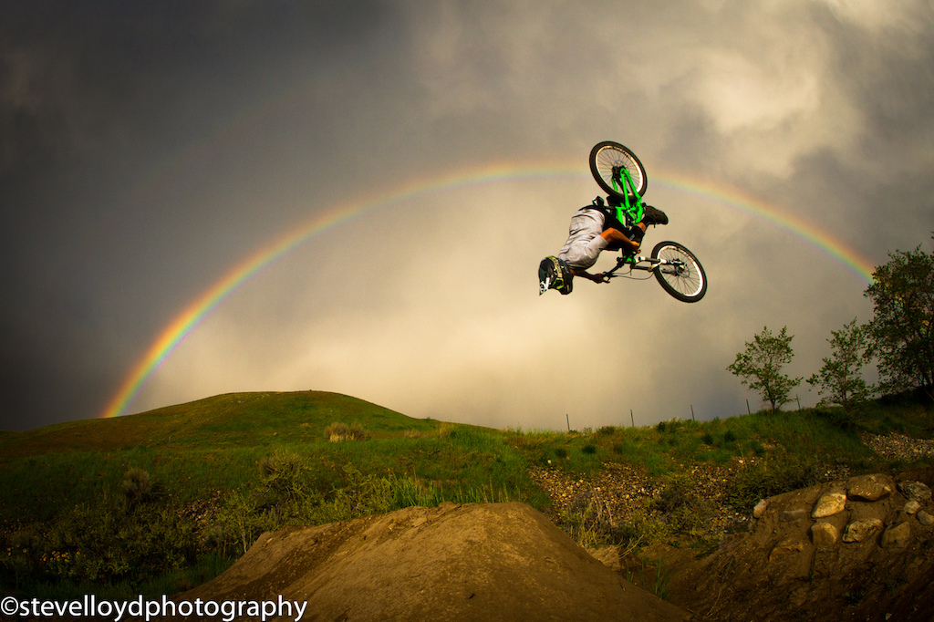 KC Deane testing out his new Scott fr10 voltage. Rainbows unicorns and backflips. Yea its all there.