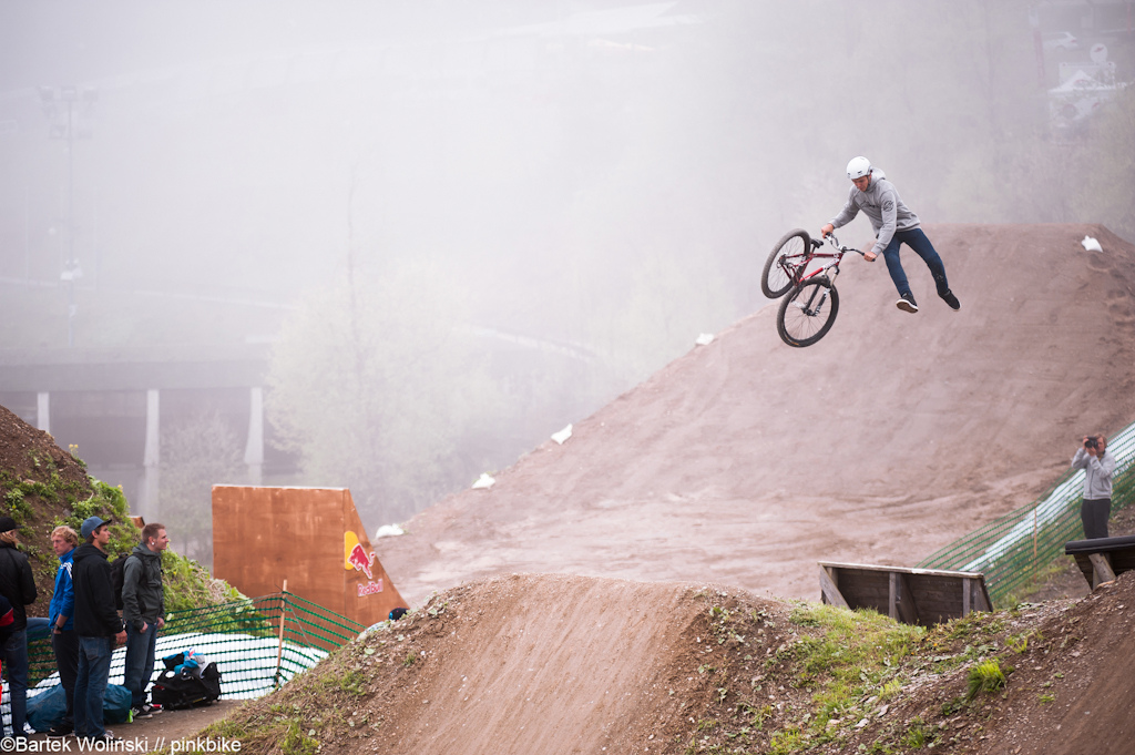Send doubletailwhip and other big tricks during SKS Slopestyle