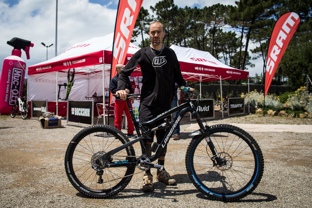 Nico Vouilloz and his prototype Lapierre 27.5 bike with EI and Horst link suspension
