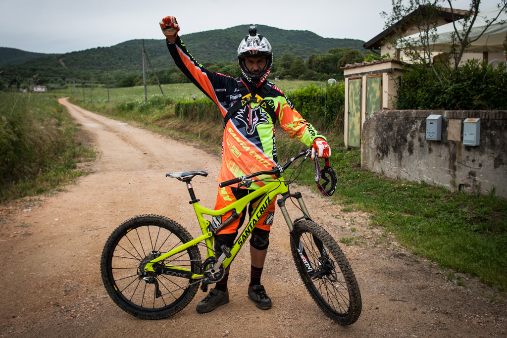 Cedric Gracia and his Santa Cruz Bronson. While Cedric is on DVO Suspenion he is using Suntour for enduro while DVO develop their range