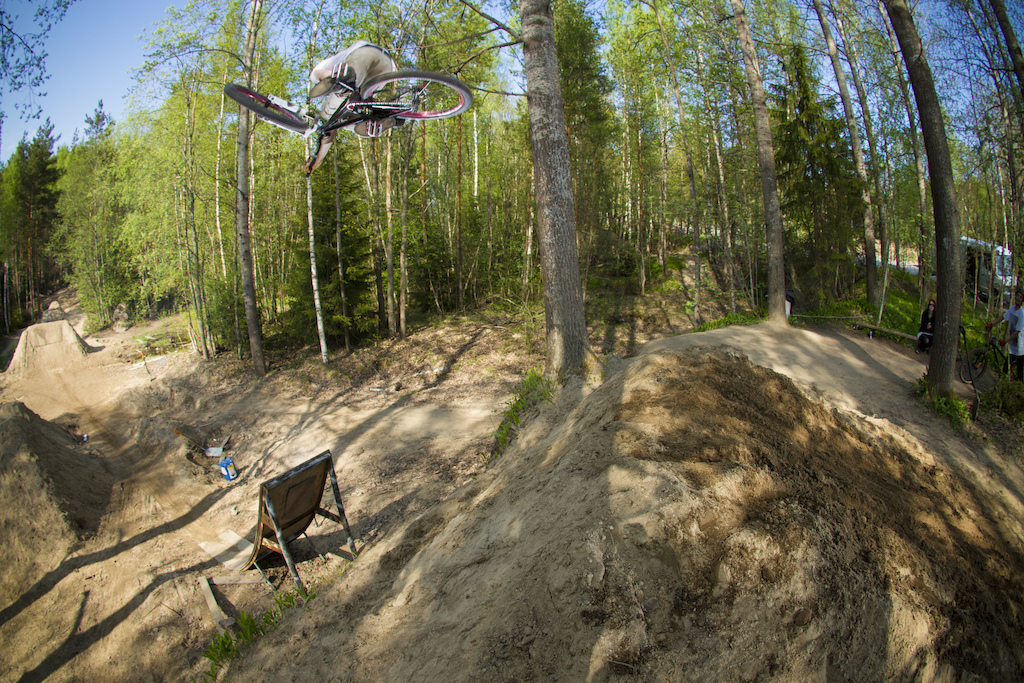 360 table / photo by Stephan Sutton