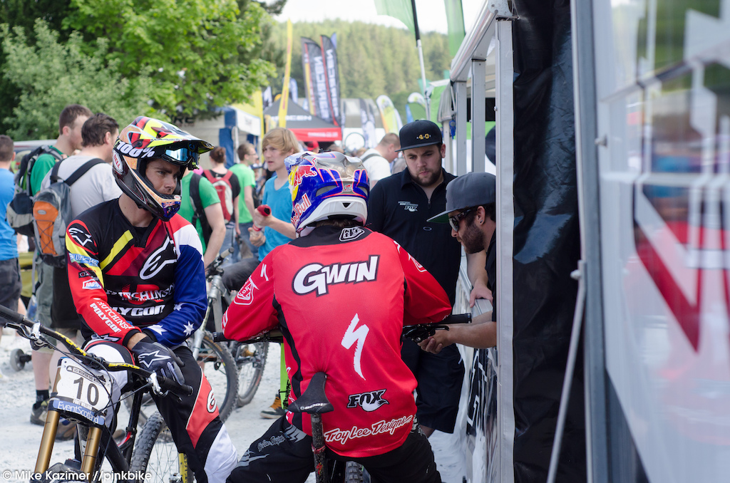 Aaron Gwin and Mick Hannah stopped by the Fox booth for a last minute discussion.