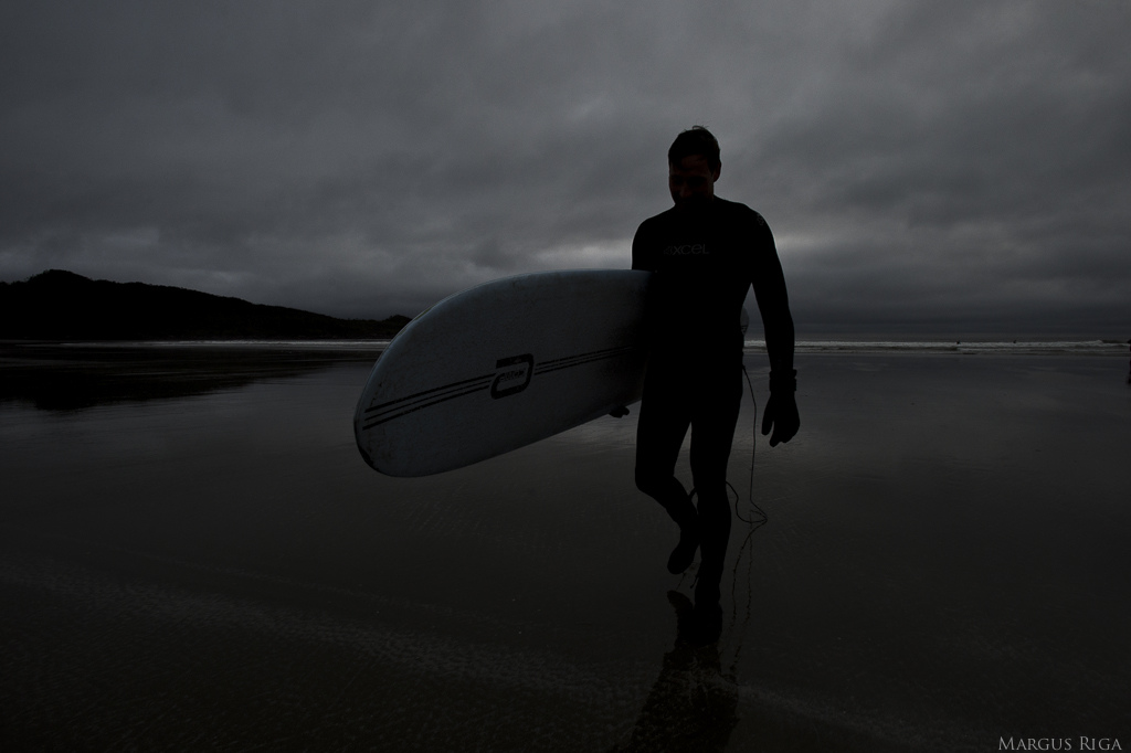 Tofino surf mutt 2. Gullevich reeling it in.