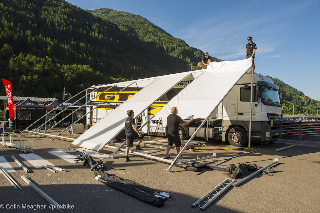 Building the pits on the big rigs is an all hands on deck kind of thing GT s build takes about 90 minutes.