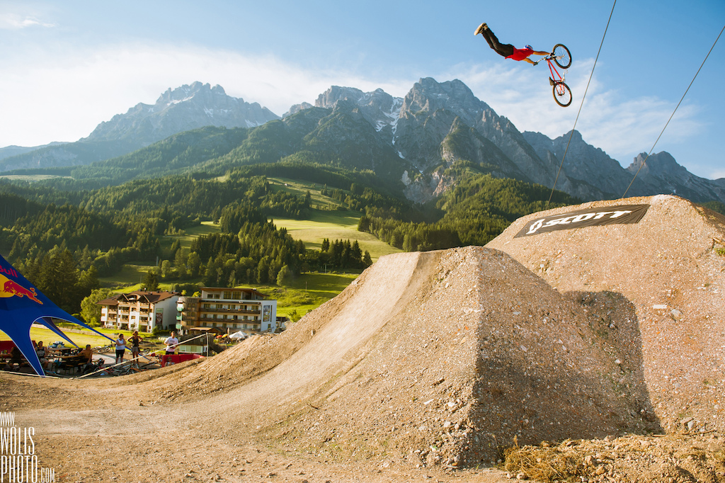 Szymon Godziek got some nice moves in his pocket Thanks to www.wolisphoto.com we can now enjoy those crispy beauties. Even by placing 6th in his quali runs that was called finals after the weather issues he got time to throw some big tricks Signature Superman is our favourite Hope to see it at X Games Munich as he is still in top 5 of FMB World Tour and stay on the hot seat to get into first slopestyle MTB on X-Games