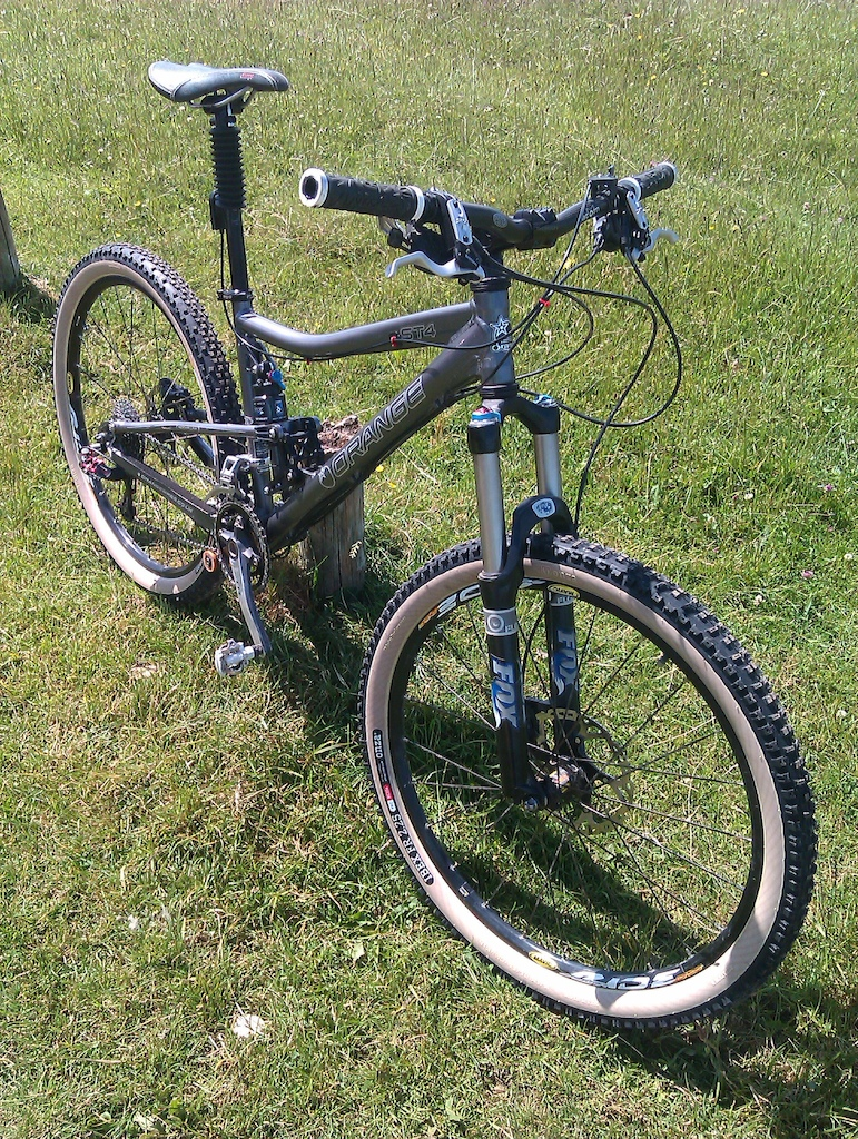 Mincy bike finally finished, long overdue new tyres and a Gravity Dropper.