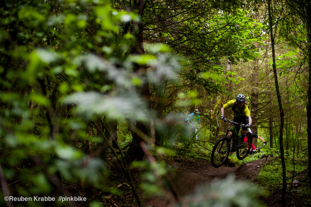 Sarah Leishman leads Stephen Matthews and wade simmons down Sumas mountain's squidline