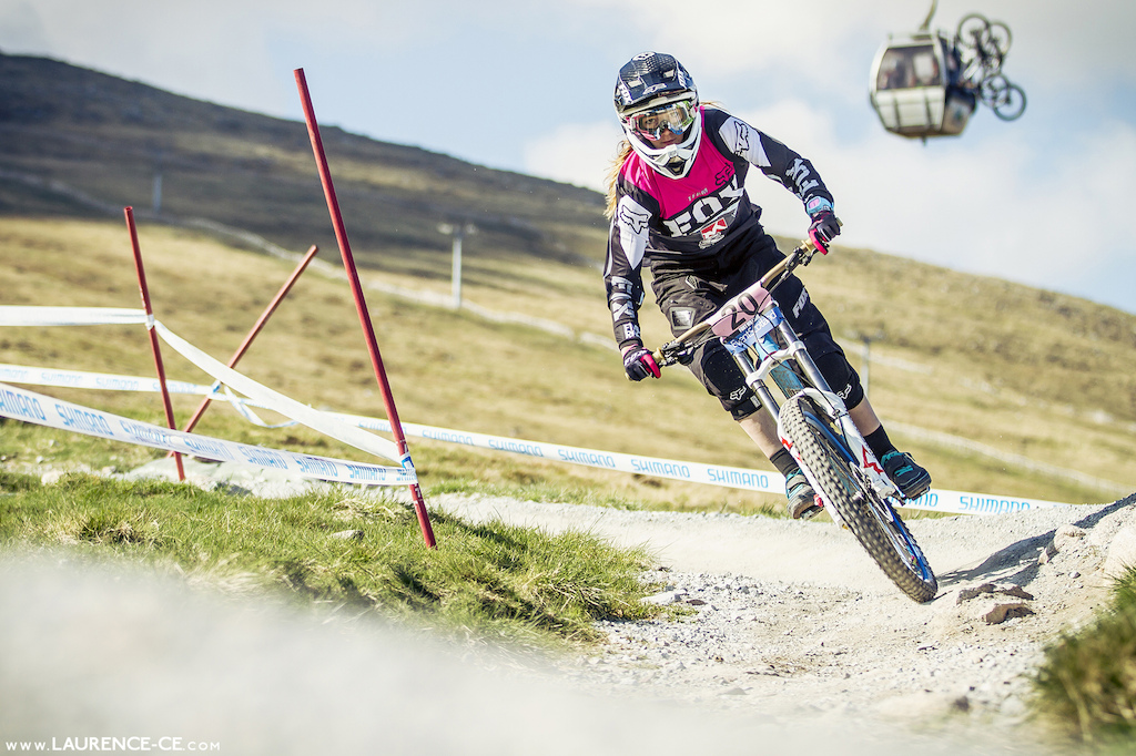 FMD ride Tahnee Seagrave on to her first Junior WC title - Laurence CE - www.laurence-ce.com