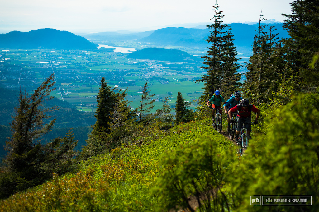 Wade Simmons Leads Stephen Matthews and Joe Schwartz into the alpine meadows of Elk Thurston