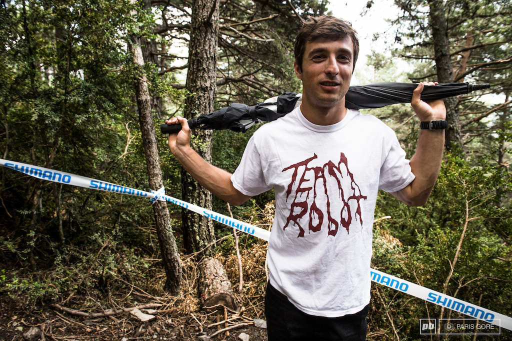 Luke Strobel just rolled over from the NW, the track is looking like what he's used to over in the wet, steep and rooty Northwest. Proudly rocking his Team Robot shirt, the only new source with the best B-Grade, 3 week late news in the MTB industry.
