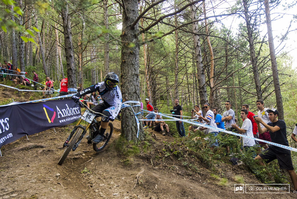Shimmy-shammy Richie Rude in full control and walking the fine line between ragged perfection and disaster that is DH racing on the World Cup.