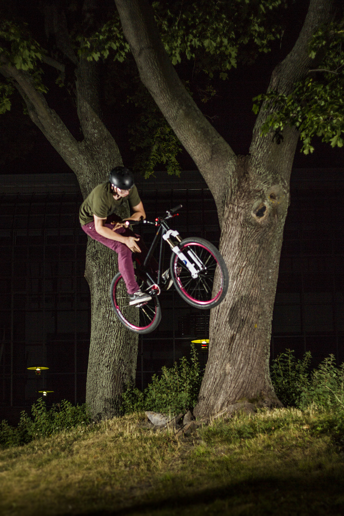 Treeride to bars right before rolling my ankle -.-