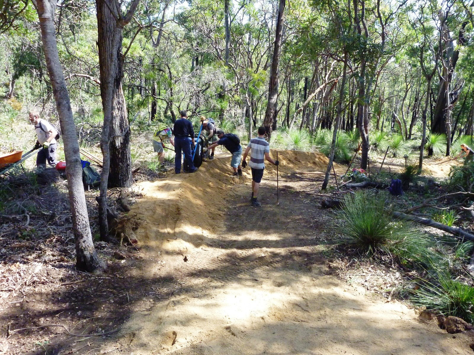 Lovin Shovels in Perth AUS in the Kalamundu Trails.