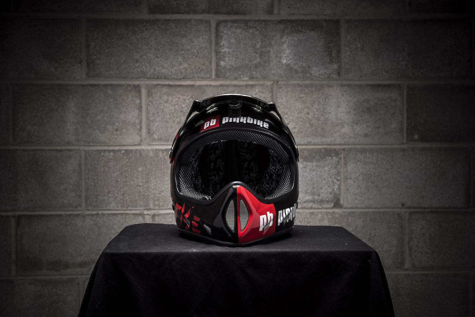 Matt Macduff s custom Pinkbike helmet.