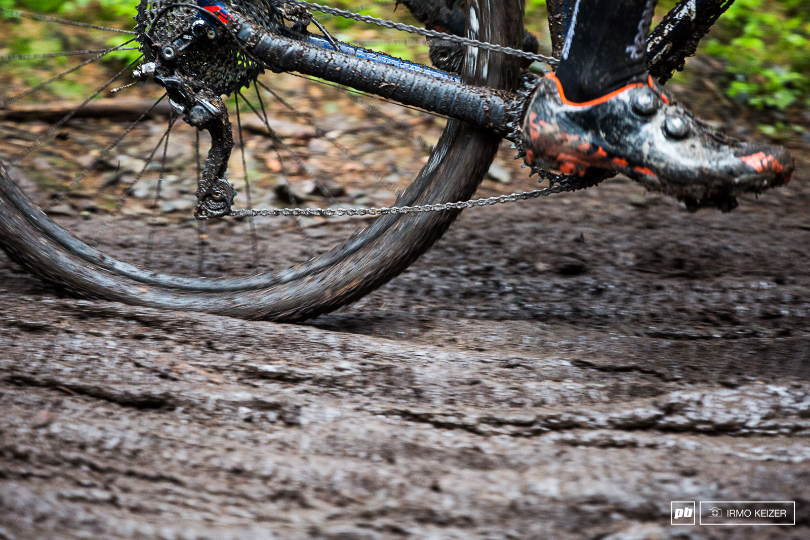 A fair share of riders had transmission issues both with SRAM and Shimano drivetrains. Broken chains dropped chains and...dropped batteries as some mechanics found it wise not to secure the Di2 battery inside the seatpost.