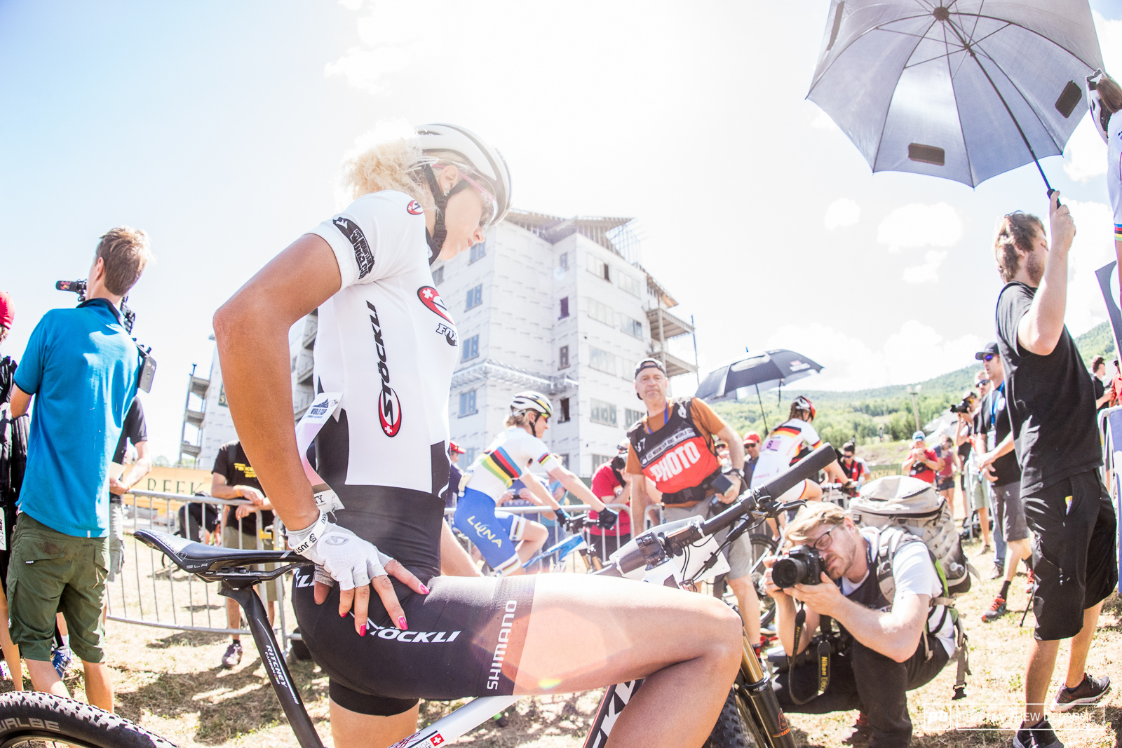 Jolanda Neff was focused at the start. Neff got caught in traffic at Kabush Falls and had to dismount which cost her twenty places. If things had gone differently she would probably have another win under her belt.