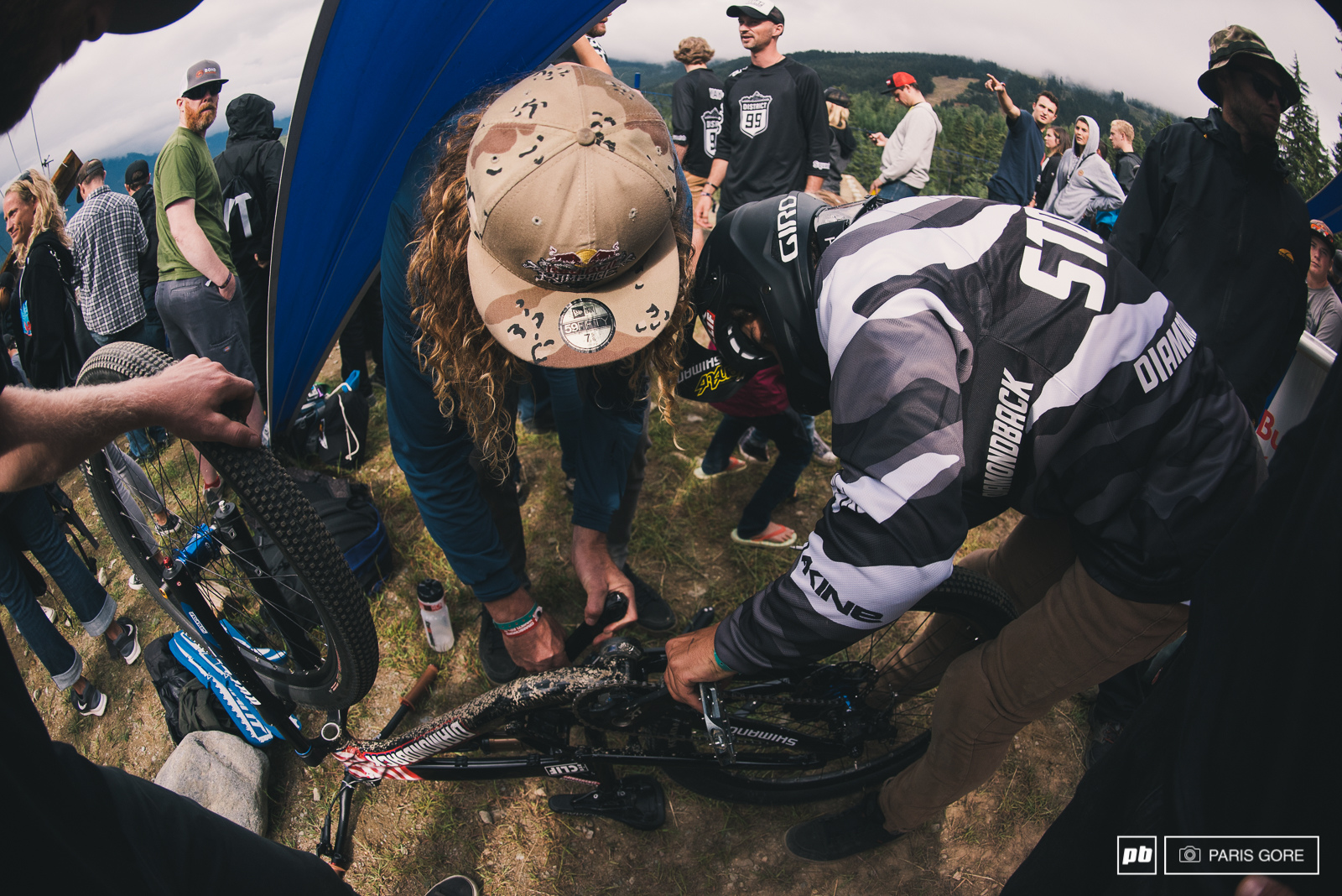 Kelly McGarry knows a thing or two about fixing cranks helping out his old teammate Carson Storch.
