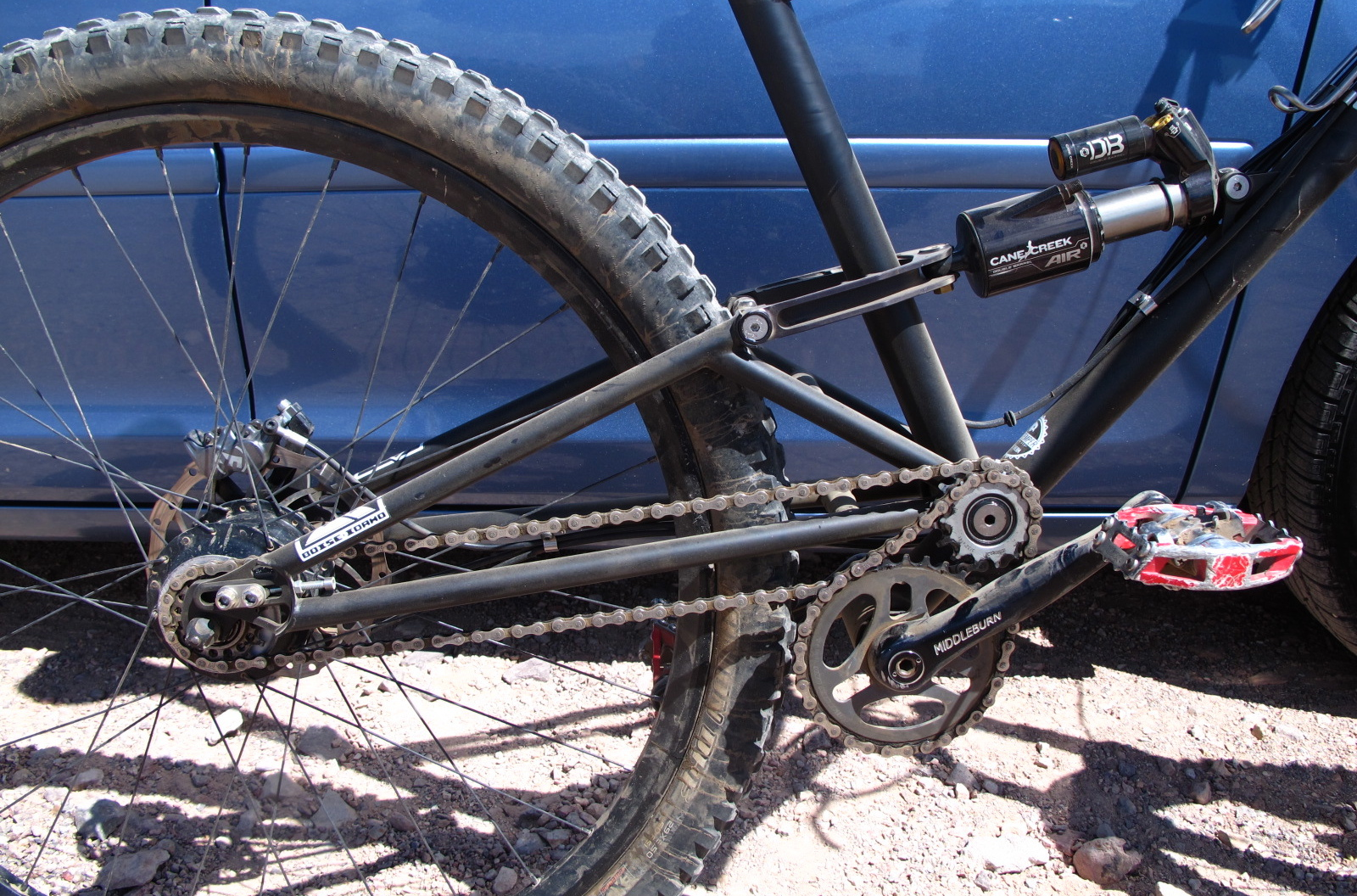 Rocking a Rohlhoff internal hub and a dual chain idler set up keeps the suspension and drive isolated.