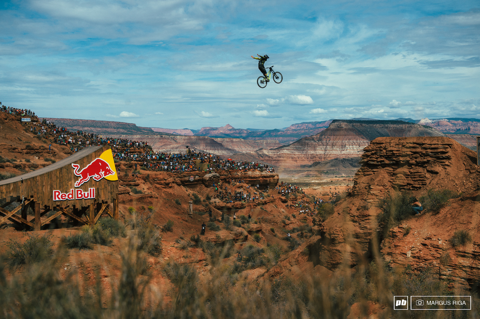 Remi Mettailer had the no-hander over the canyon gap dialled.