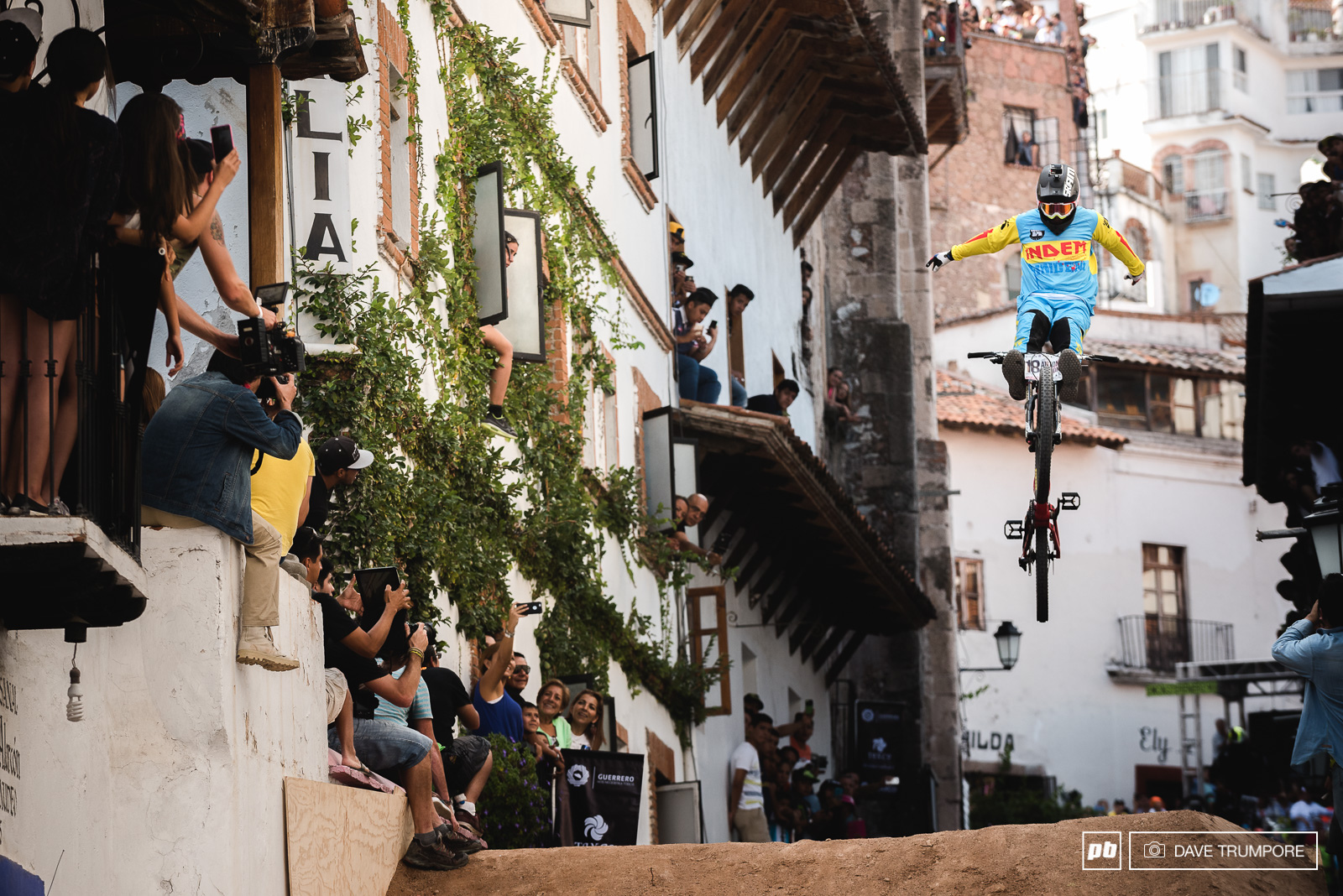 Antoni Villoni s cliffhanger.